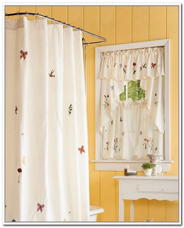 Chất liệu vải mỏng voan mỏng nhẹ, màu sắc tươi sáng. Mẫu rèm cửa đáng yêu này là sự lựa chọn không thể tuyệt vời hơn cho những ô cửa phòng tắm. Kết hợp với chiếc màn gió quanh bồn tắm làm cho không gian trở nên thư thái hơn