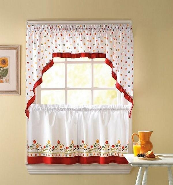 Có vẻ như loại rèm 2 mái này chính là sự lựa chọn hàng đầu cho các ô cửa sổ nhỏ. Màu sắc tươi sáng, các họa tiết xinh xắn sẽ giúp căn phòng trở nên đáng yêu