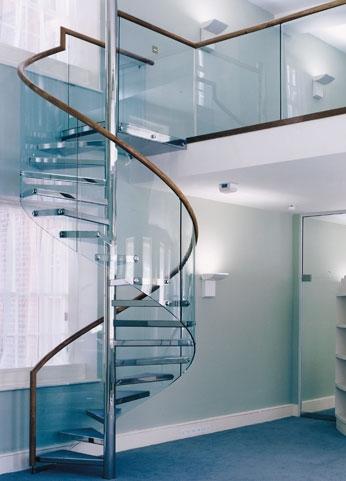 Nhận tư vấn thiết kế các mẫu cầu thang kính cường lực xoắn ốc ấn tượng