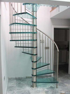 cầu thang kính cường lực xoắn ốc